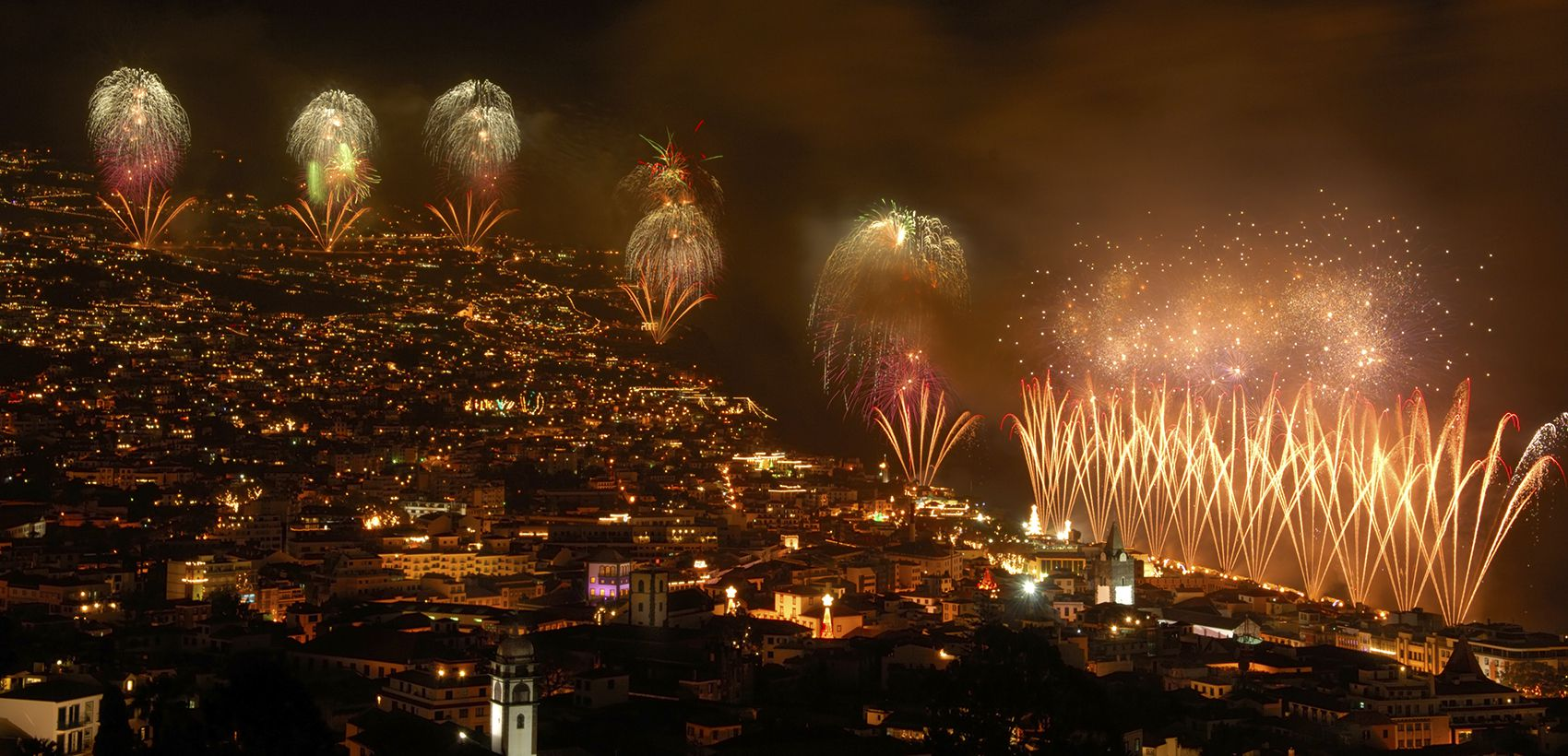 Lisboa/Porto» Funchal: RÉVEILLON  VOO ESPECIAL  TAP 4 Noites