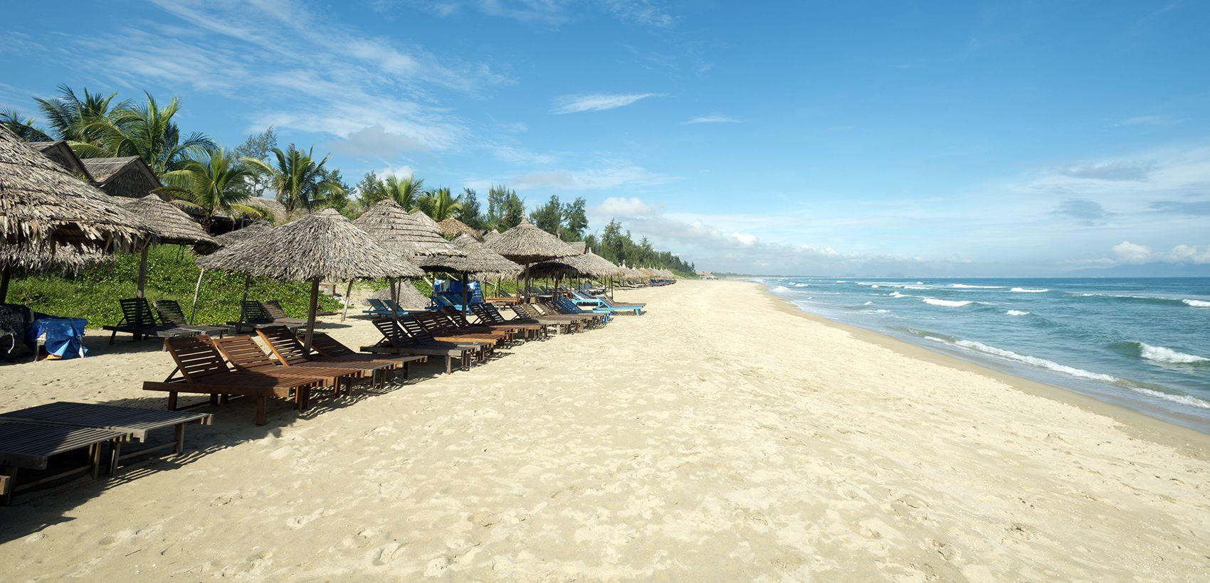 Descanso na praia de Hoi An